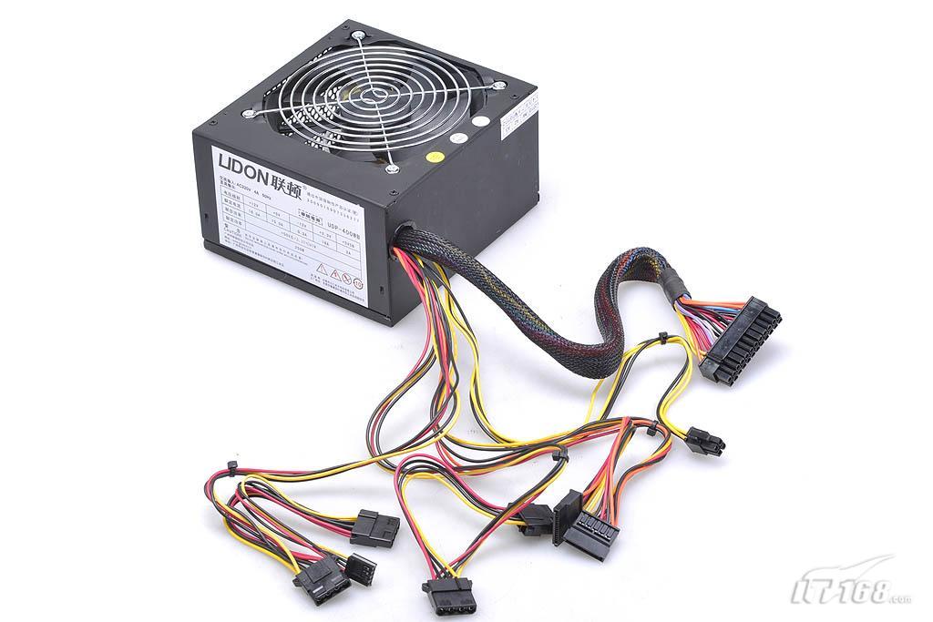 具备20+4pin主电源接口,4pin+12v cpu供电接口,两个sata硬盘供电接口图片