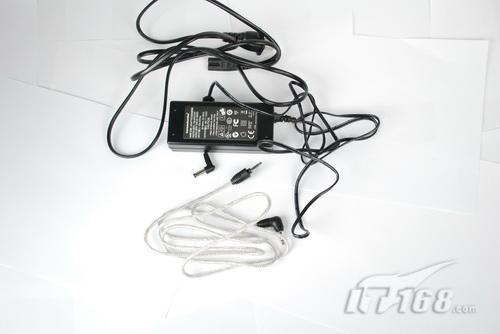 随附的电源适配器和音频连接线